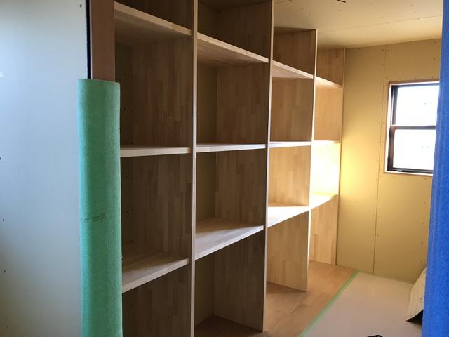 たっぷり収納、壁面の特注家具