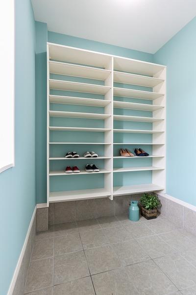 玄関クローゼット 使いやすい玄関の土間と続きのたっぷり収納