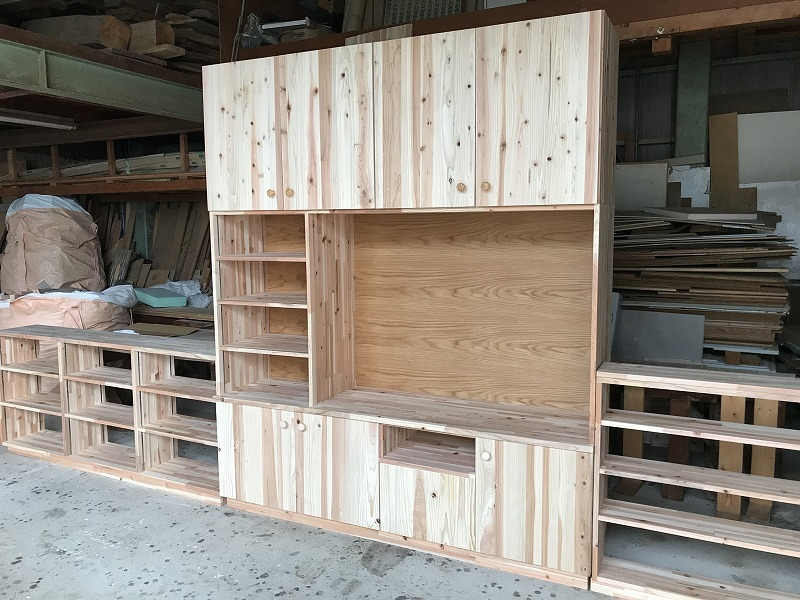 安城市 無垢材でサイズピッタリの特注家具を作成し収納が増えた