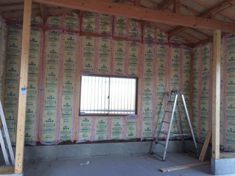 内部壁には断熱材を施工