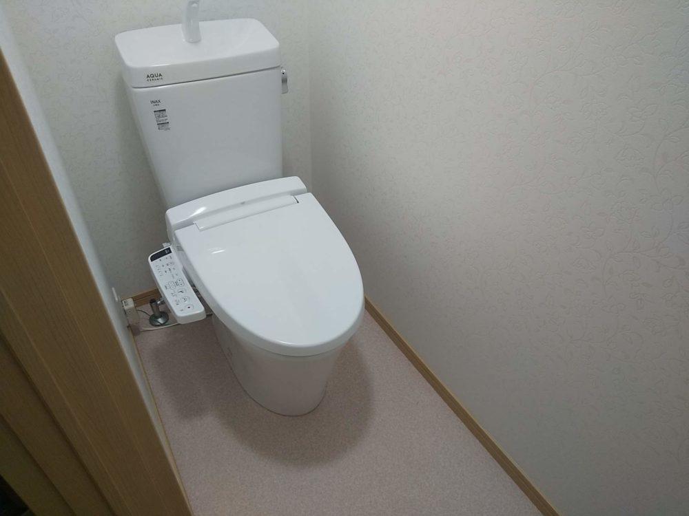 豊田市の自然素材の二世帯住宅のトイレ