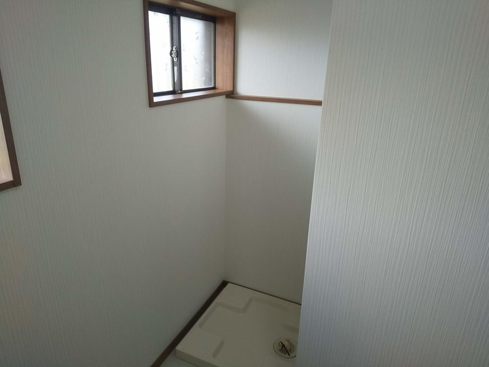 豊田市の自然素材の二世帯住宅の洗濯機置き場