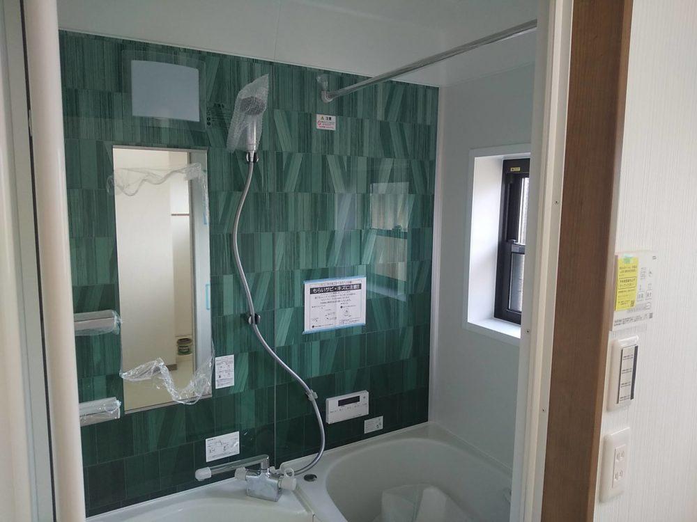 豊田市の自然素材の二世帯住宅の浴室