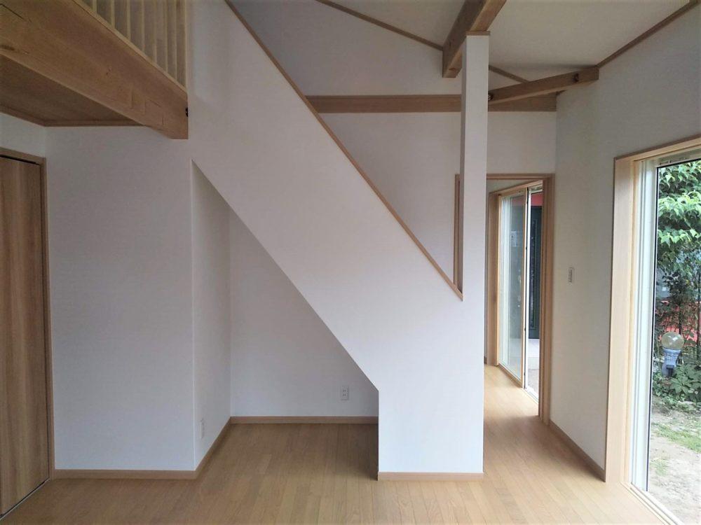 ハシゴのロフトから使いやすい階段を取付