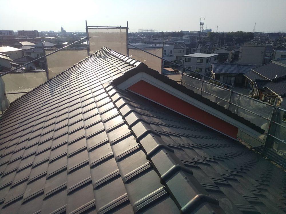 母屋の屋根はカラーベストから瓦葺きに変更